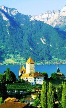Spiez Castle on Thunersee in Spiez, Bern, central Switzerland (77 pieces)