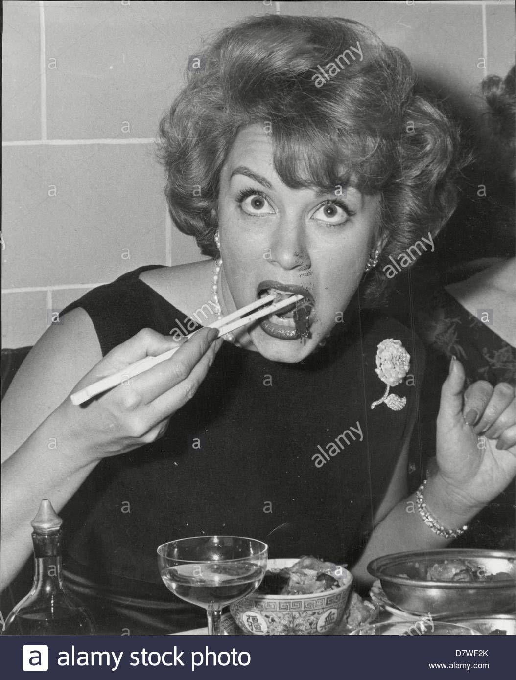 linda-christian-actress-eating-with-chop-sticks-D7WF2K.jpg (1054×1390)