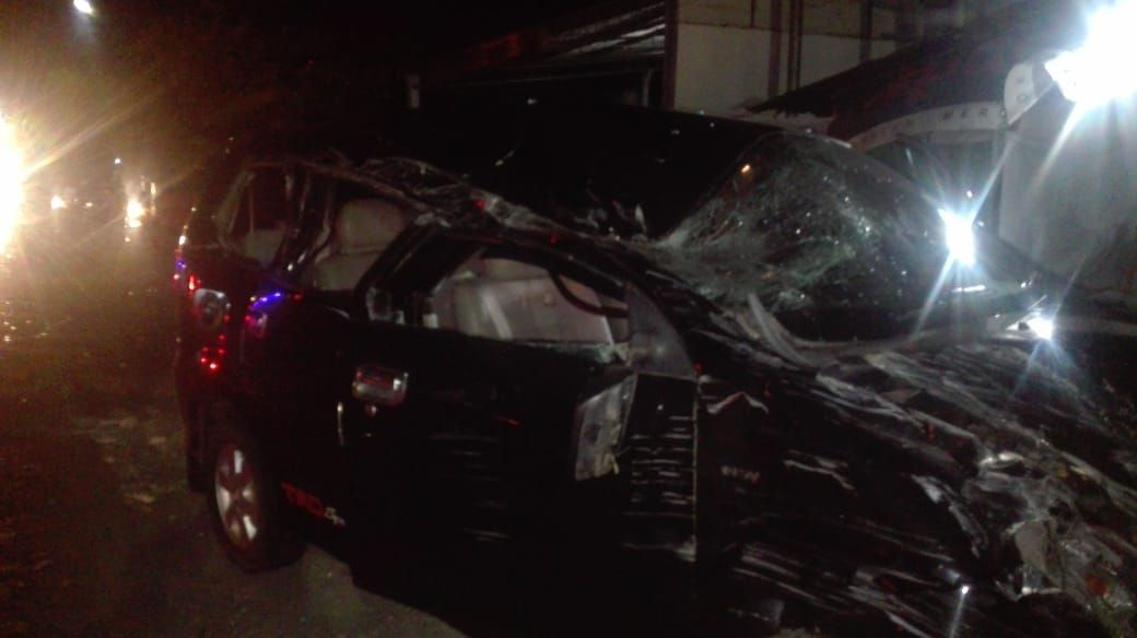 Mobil Elf Vs Avanza Enam Penumpang Terluka Elf Mobil Lima