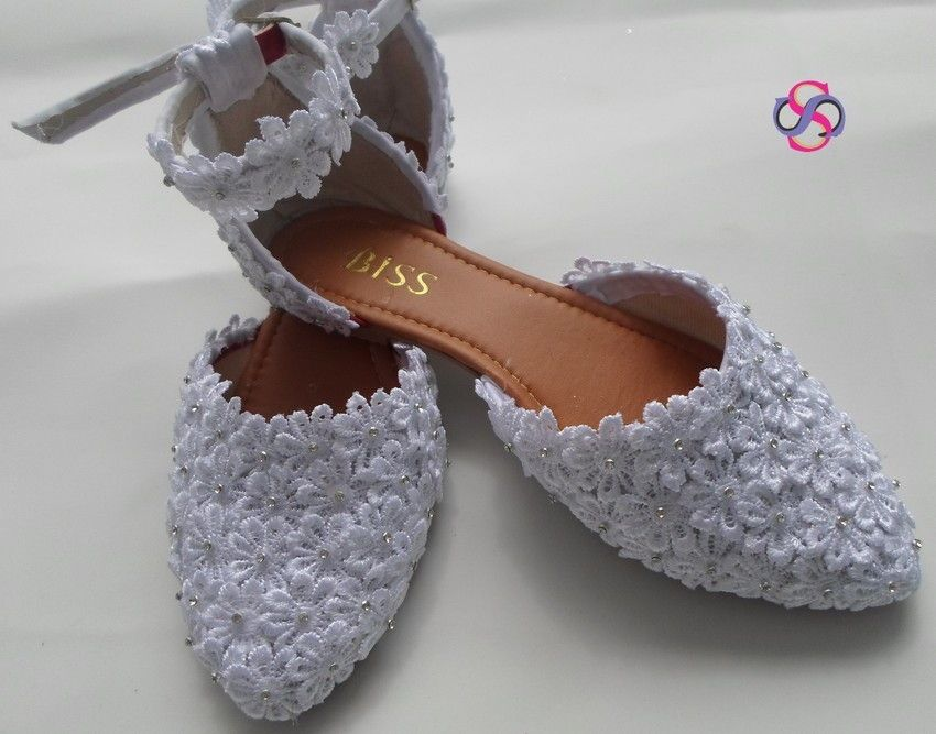 7ce8bfdb05 Sapatilha e salto branca florada com Strass personalizado é o poder que seu  look precisava para