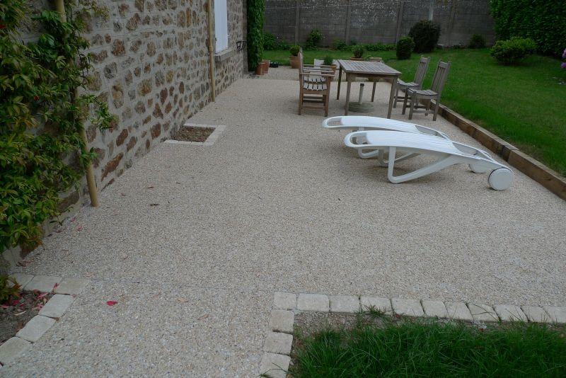 Terrasse beton gravier terrasse gravier pinterest for Jardin couvert lyon