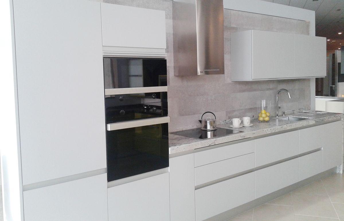 Elegante Dise O De Cocina En Exposici N De Nuestro  ~ Microondas Con Campana Extractora
