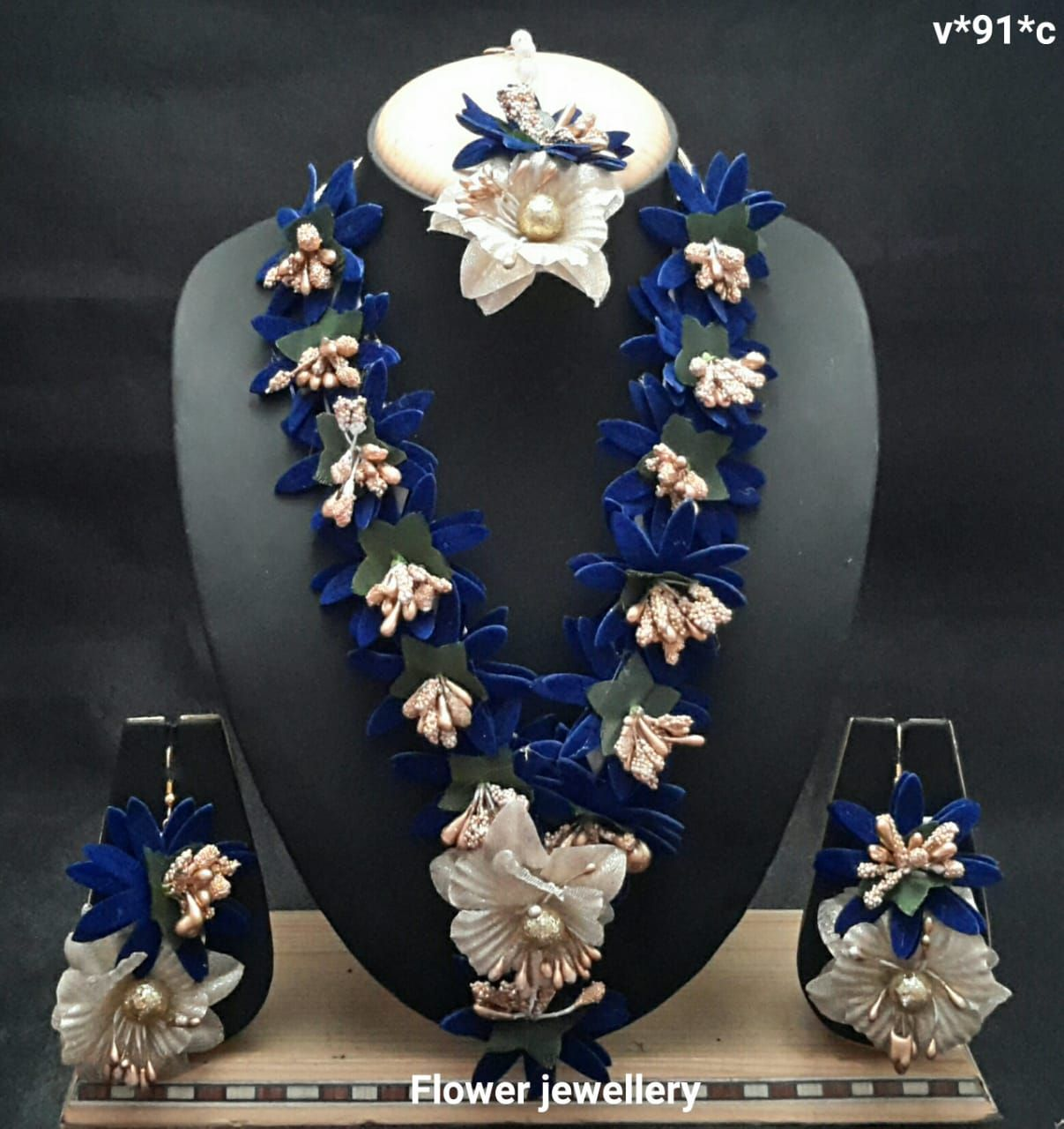 White Flower and Pearl Jewellery Set with Kaleere set 6 pieces