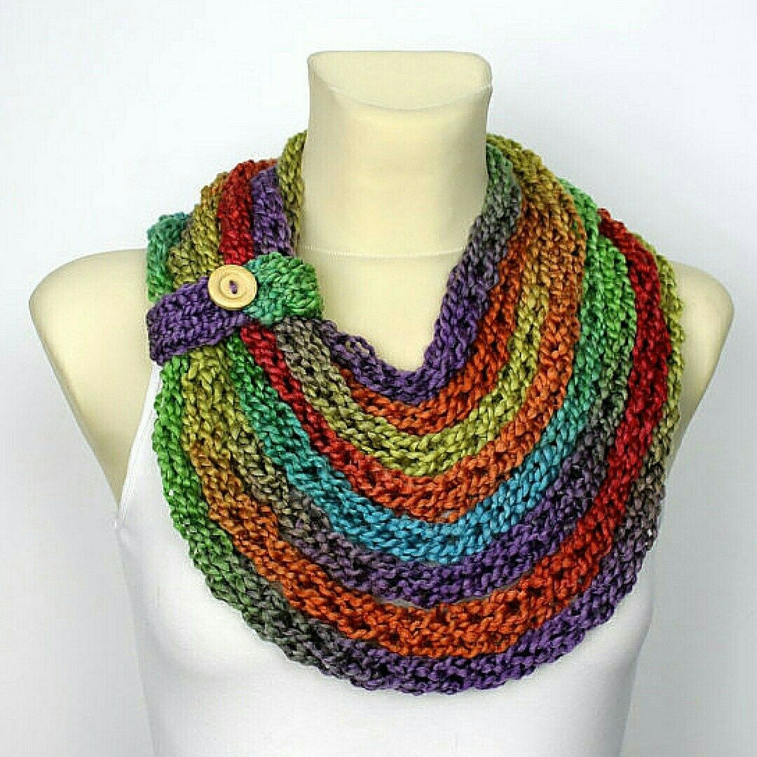 Get ready for more chilly days and check this cool scarf which u can wear as a chunky necklace or warm scarf. It is versatile because u can adjust the length and remove the little buttoned part. Use your imagination and have fun!