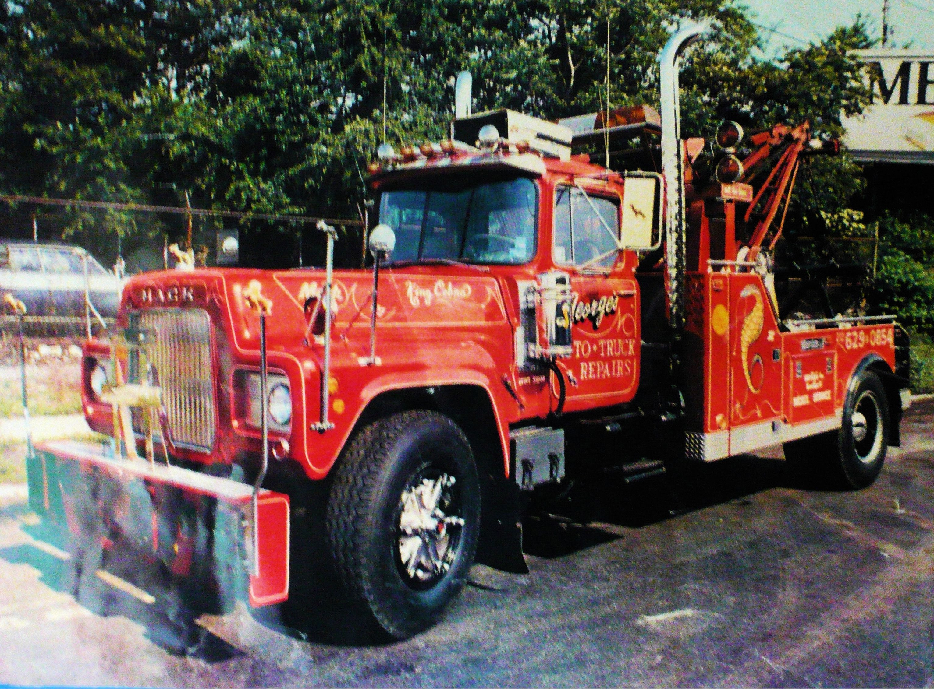 Mack DM series Wrecker