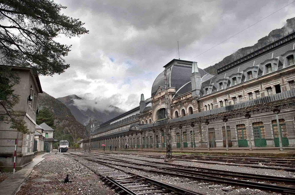 Estacion De Trenes De Canfranc Espana Lugares Abandonados