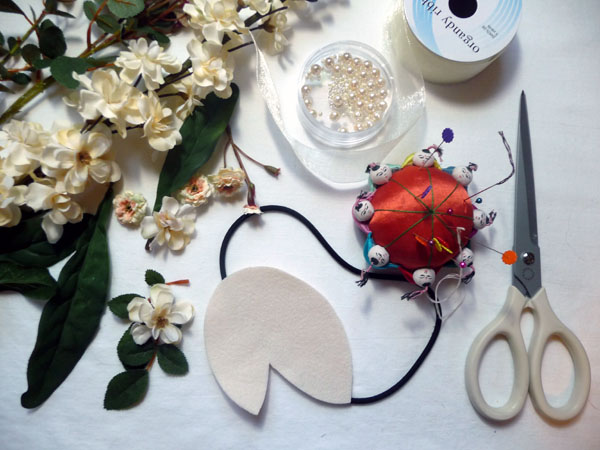How to Make a Floral Fascinator - Threads #fascinatorstyles