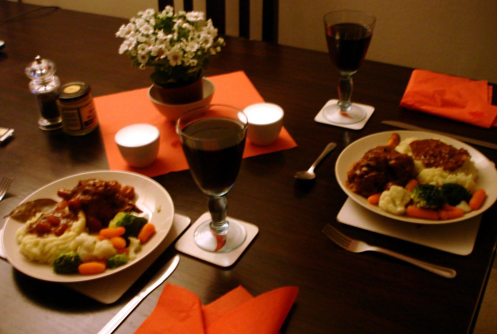 Romantic dinner for two at home world the colors are for Romantic dinner
