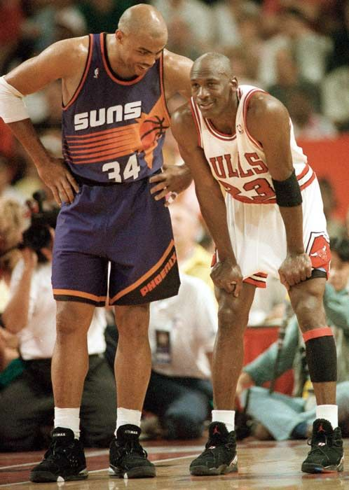 b9ffef0f09d6 Michael Jordan of the Chicago Bulls and Charles Barkley of the Phoenix Suns  each scored 42 points in Chicago s 111-108 victory
