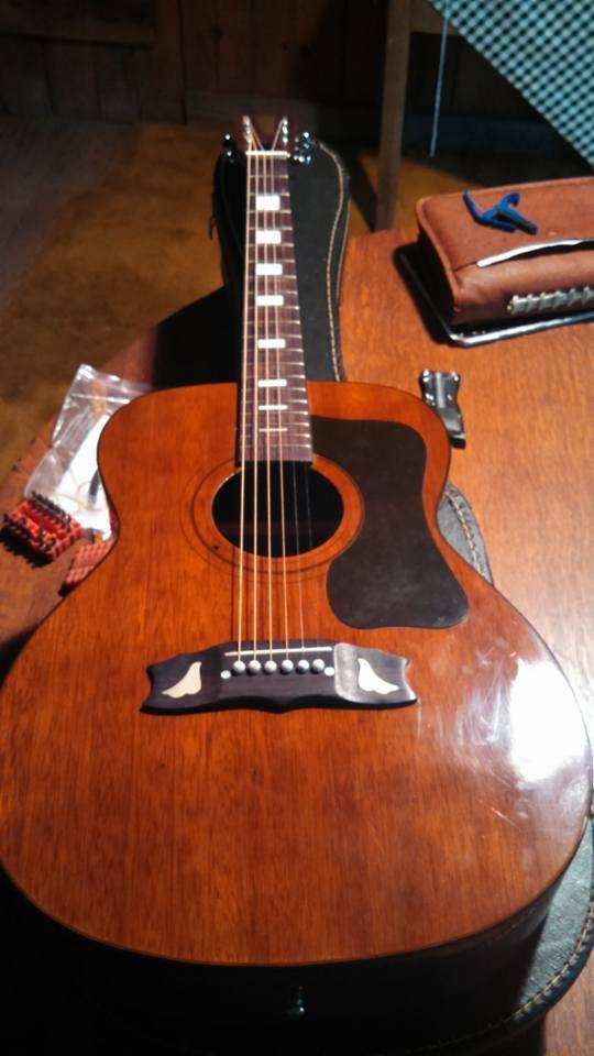 No label, no brand on the headstock, Gibson Dove replica