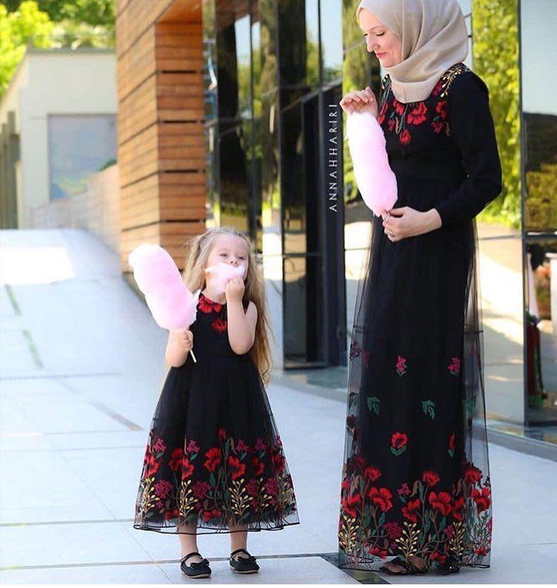 Hiranurmoda On Instagram Saricicekcom Annah Hariri Newseason Tesetturelbise Tesetturmo Mutevazi Kiyafetler Anne Kiz Kiyafetleri Cicekli Elbise