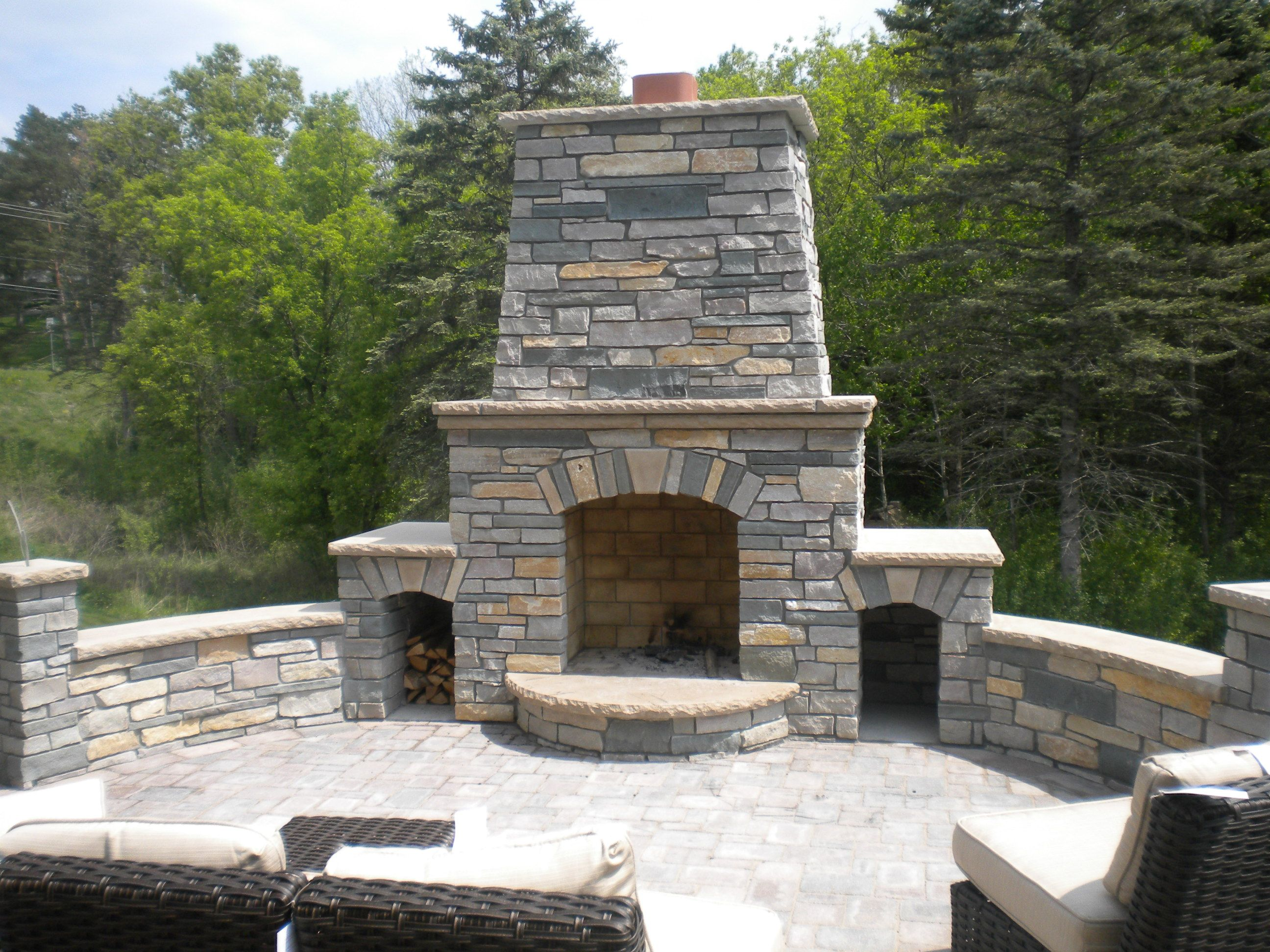 artesian blend natural stone outdoor fireplace with curved sitting