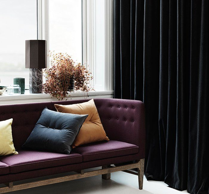 canap violet fonc avec coussin salon jaune curry sur marie claire maison adoptez la couleur. Black Bedroom Furniture Sets. Home Design Ideas
