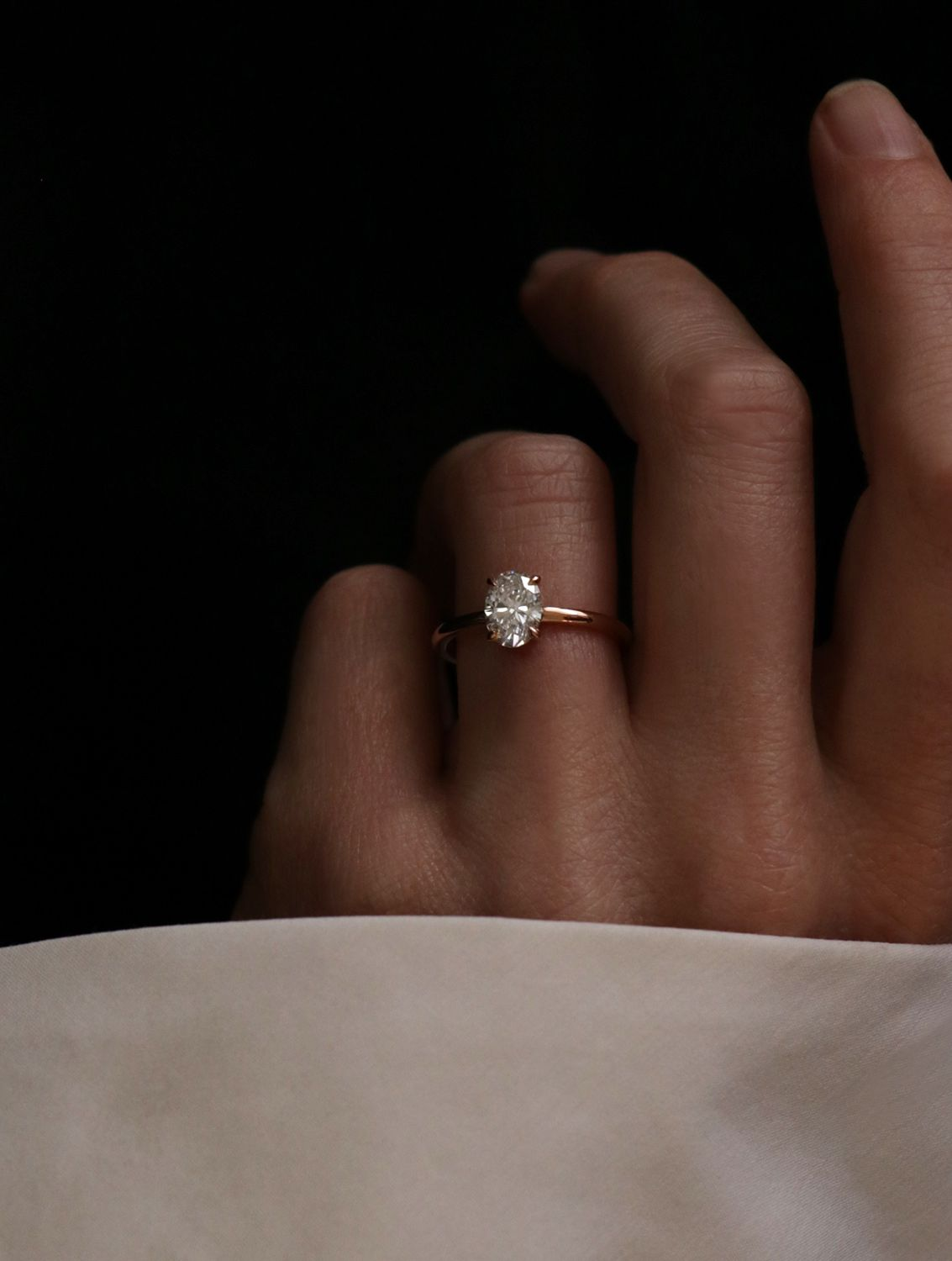 Vow: Vrai & Oro Wedding Moden Oval Engagement Ring Conflictfree Diamonds  And Free