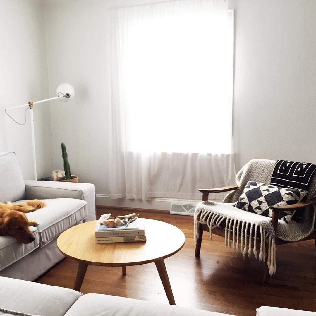 Minimal Living Room from The Fresh Exchange | LIVING SPACES ...