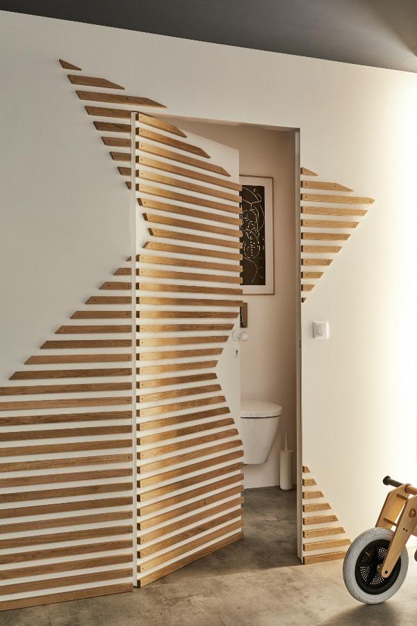 Pour Reinventer Nos Murs On Oublie Papier Peint Et Peinture Et On Ose Plutot De Beaux Aplats De Matiere Deco Porte Interieure Design De Mur Deco Murale Bois