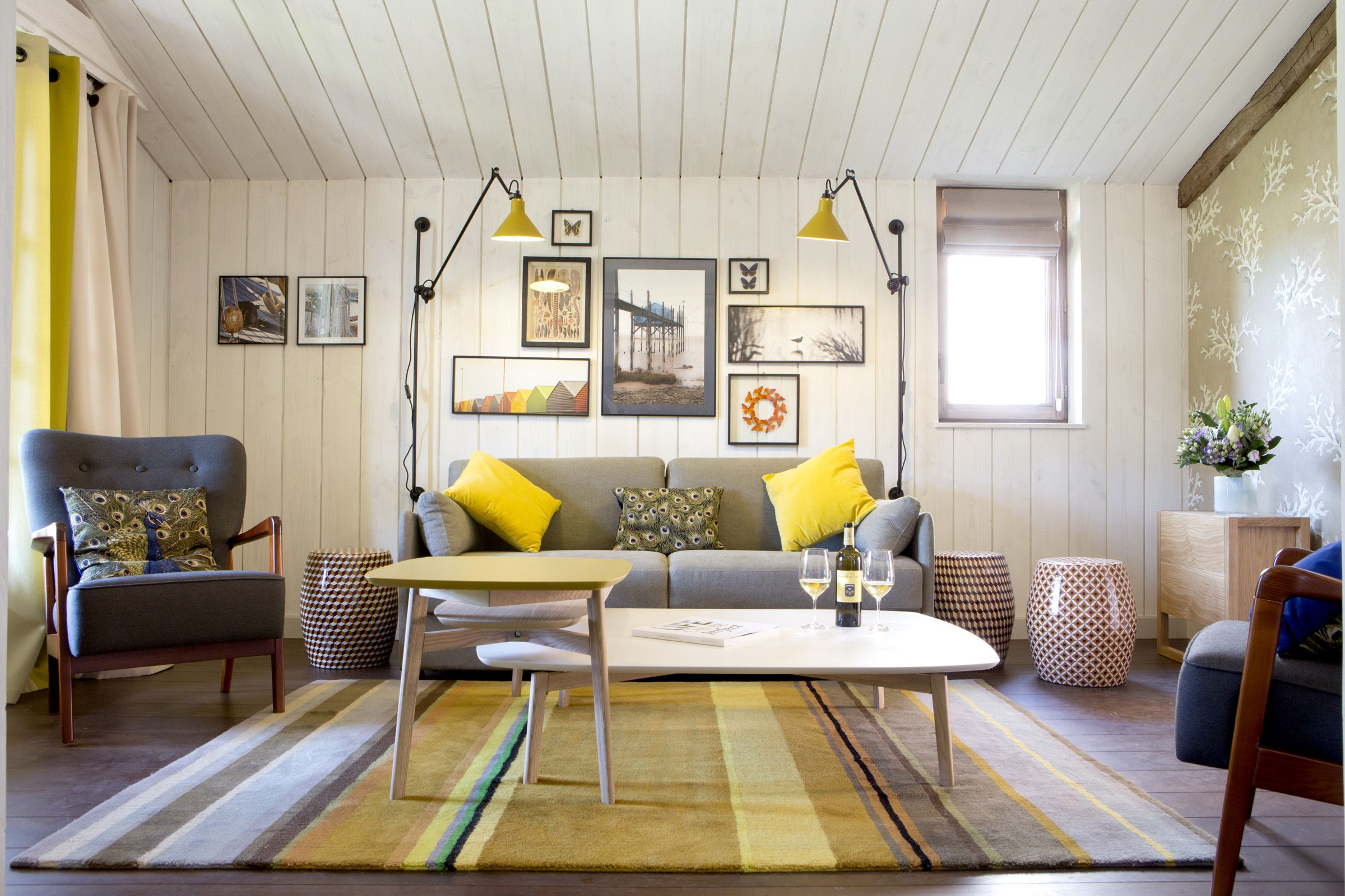 Deco salon gris blanc jaune recherche google id es for Salon jaune moutarde