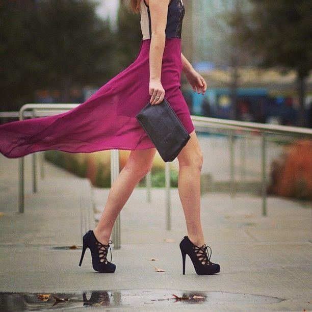 plum skirt and heels