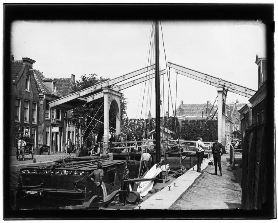 1893 Schinkel bij de Overtoomse Sluis Schuitenoverhalers