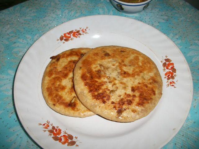 Pyaz Ka Paratha / Onion Paratha /Onion Parantha / Onion Kulcha / Onion Stuffed Indian Flat Bread - Paratha Recipes / Lunch Box Ideas