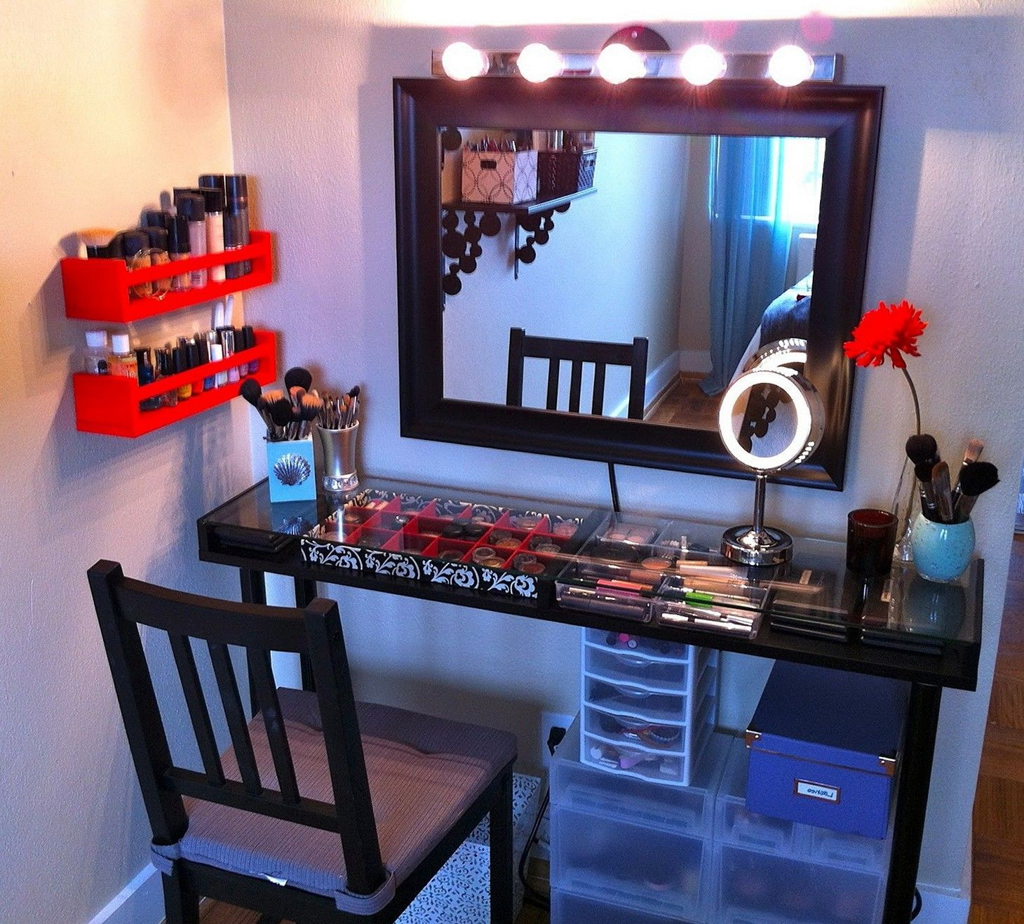 Do you want to make DIY vanity mirror? Try this DIY vanity