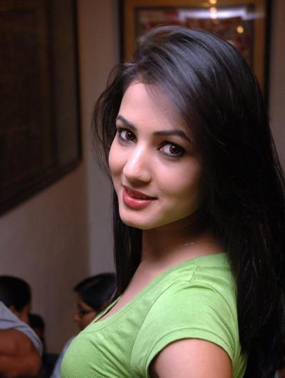Sonal Chauhan In Old Look Images Wallpapers Sonal Chauhan Hd