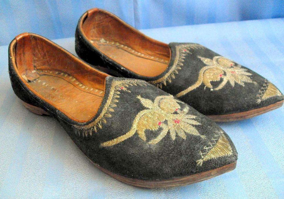 Pair of Middle Eastern slippers suede leather vintage Decorative only 10888