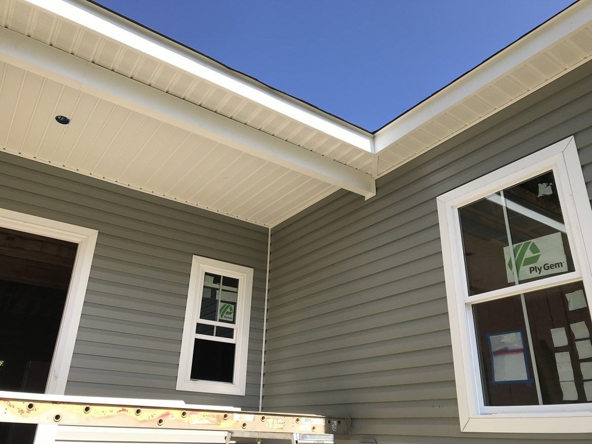 The Front Porch Ceiling With The Completed Fascia And Soffit Installing The Vinyl Siding Building Our Schumacher Home P Vinyl Siding Siding Porch Ceiling