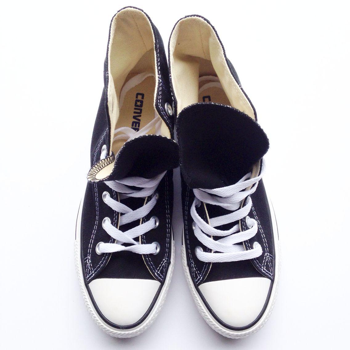 Converse. Flat lay -fashionably.fit   Skolestart