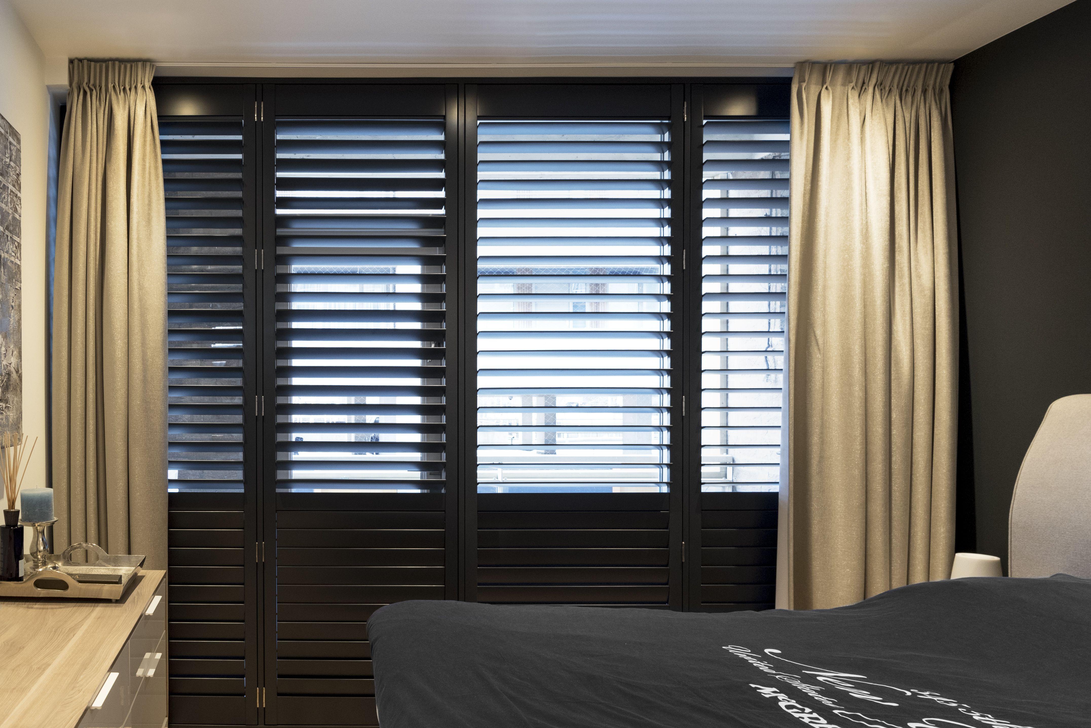 INHUIS Plaza | Mooi zwarte shutters voor de slaapkamer. Bestel ...