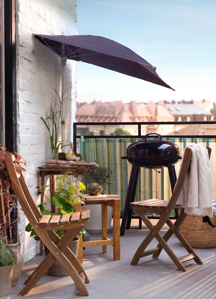 Balcon Avec Petite Table Et Deux Chaises Pliantes Tout En Acacia