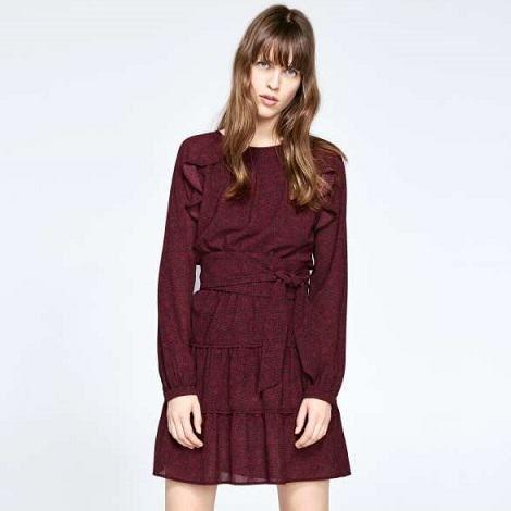 Robe courte couleur bordeaux
