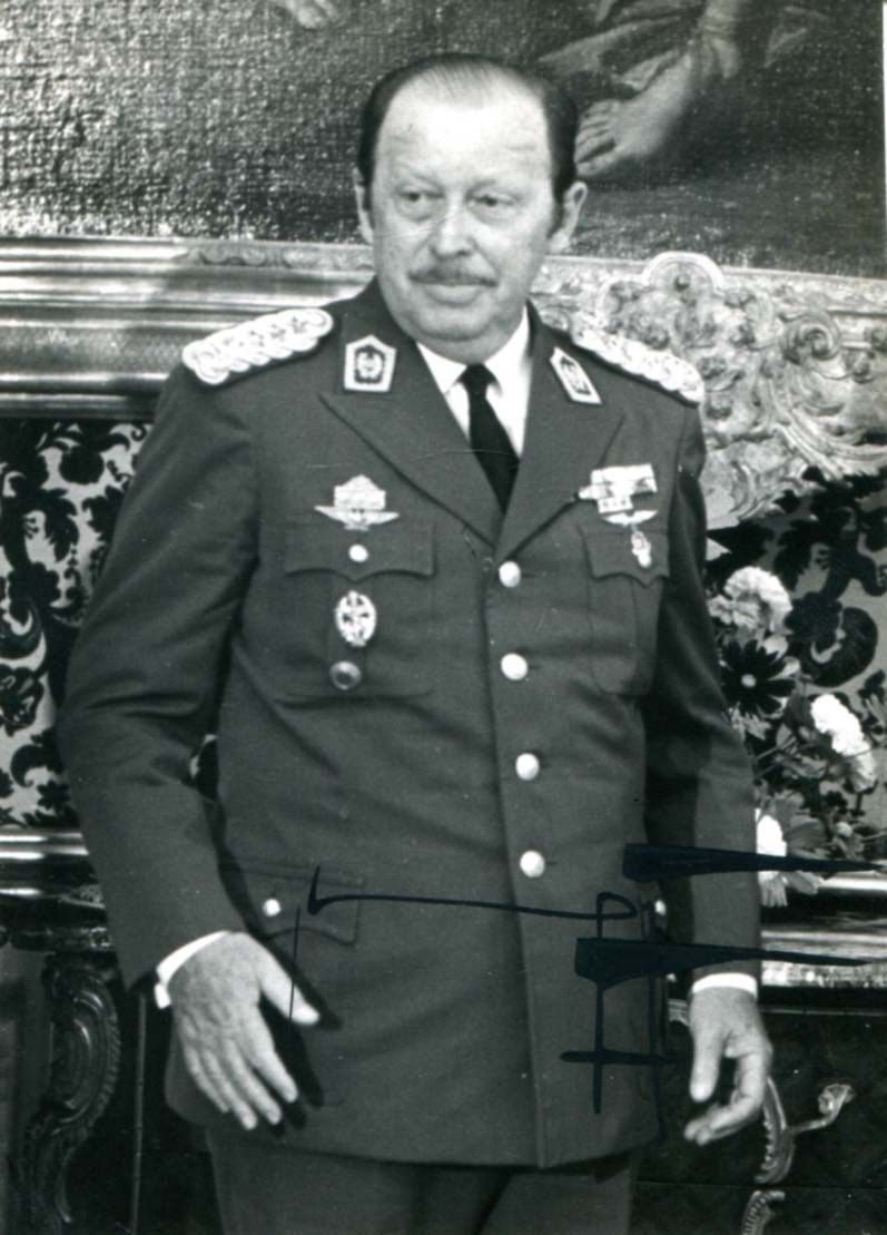 Alfredo Stroessner-former dictator   Gobierno militar, Paraguay, Militar