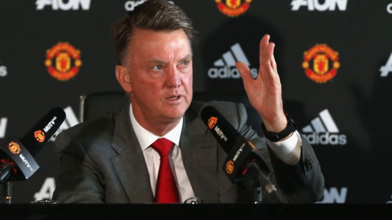 Louis van Gaal defends relationship with Manchester United players - http://footballersfanpage.co.uk/louis-van-gaal-defends-relationship-with-manchester-united-players/