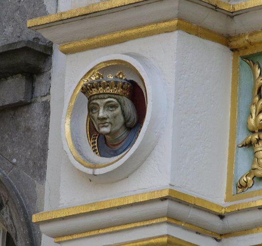 Sehr schöne Gesichter an Haus in Brügge, Belgien