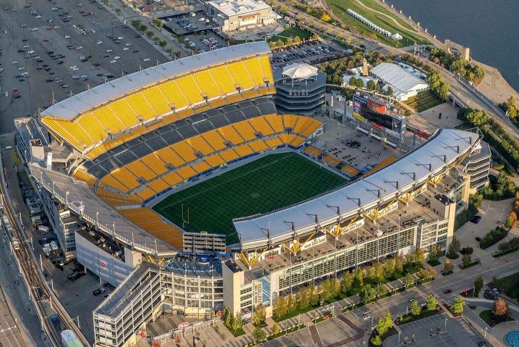67118907f Aerial shot of Heinz Field in Pittsburgh