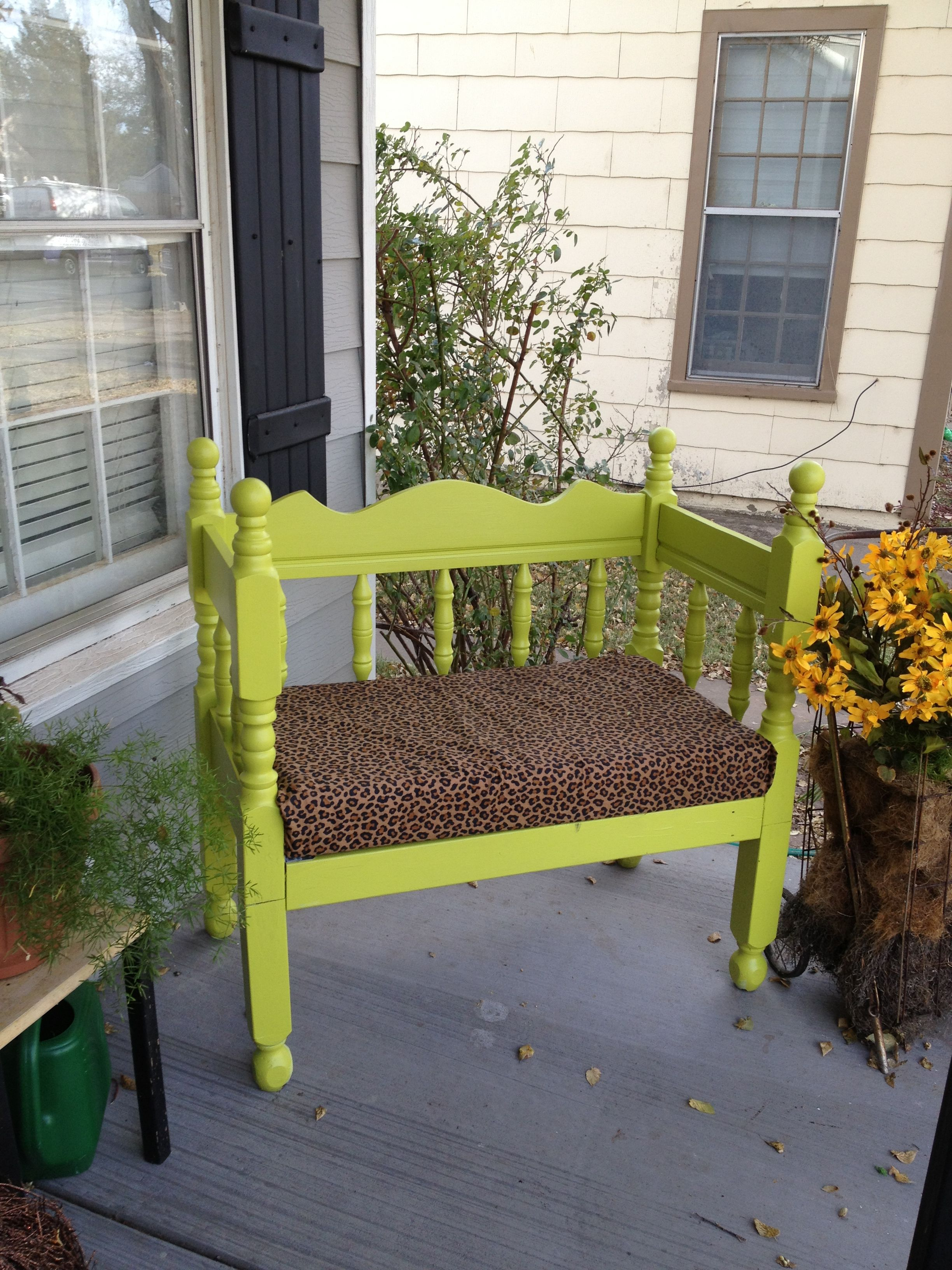 Painted bench made out of twin bed headboard + footboard | Restaurar ...