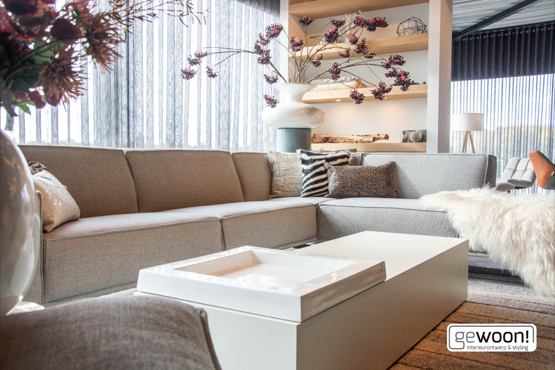 Inside Design Salontafel.Schapenvacht Kunstplanten Accessoires Salontafel Vloerkleed