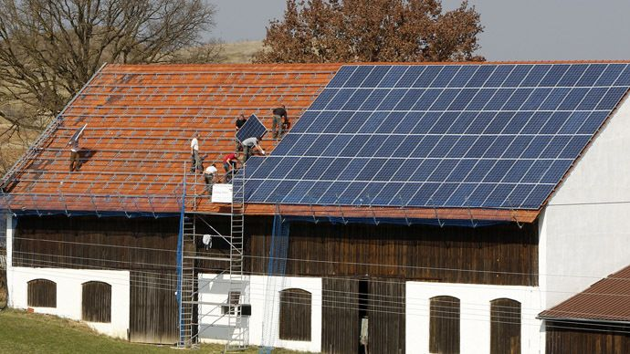 Workers Install 320 Square Metres Of Solar Panels On The Roof Of A Farmstead Barn In Binsham Near Landshut Germany Reut Solar Solar Energy Facts Solar Energy