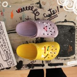 Add a bit of your style and pop up your shoes in a lovely and simple way!