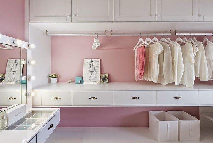 rosa y blanco vestidor