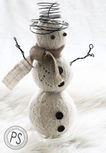 Un precioso muñeco de nieve con un suéter reciclado   Decoración 2.0