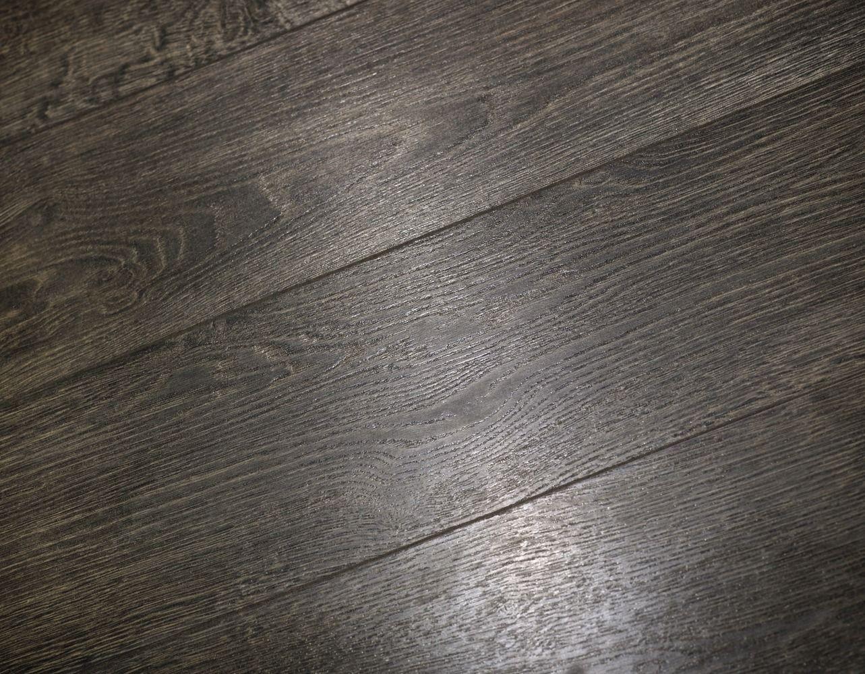 Haute Color Couple Hits Style Scene Mannington At Home Grey Laminate Flooring Gray Wood Laminate Flooring Laminate Plank Flooring
