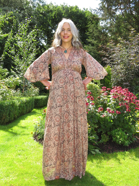 India Vintage 1970s Dream Tapestry Dress angel sleeves Tapestry dress 1970s Dress Womens Vintage 1970s Fashion Volup Curvy Girl Kaftan