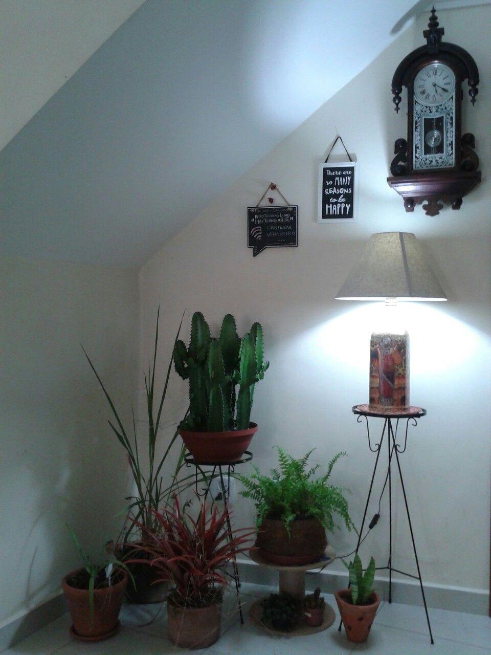 Cantinho Sob Escada Abajur Arte Decora O Mandacaru Rel Gio De  -> Abajur Para Decoracao De Sala