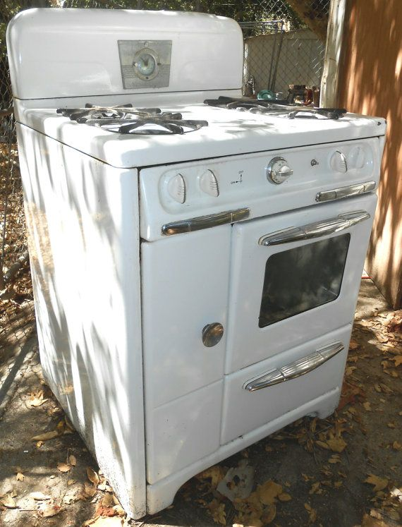 Sold Vintage Gas Stove So Retro Works Fine By Crybabe On Etsy 100 00 Vintage Stoves Vintage Appliances Antique Kitchen Stoves