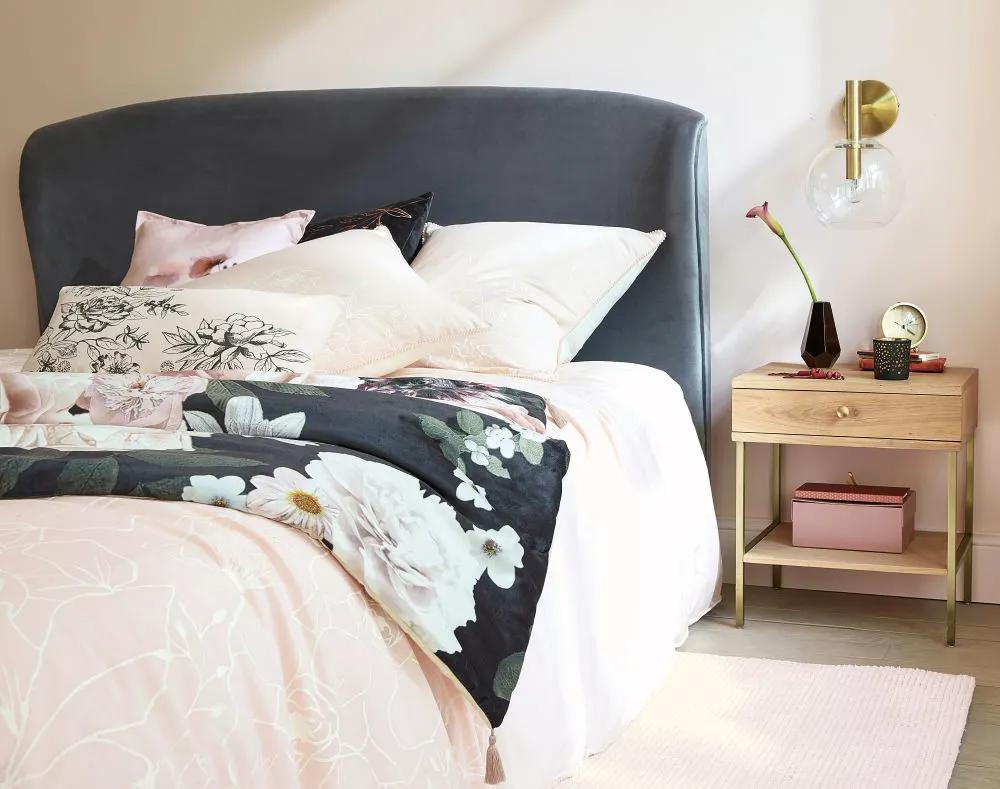 Bettwäsche Kleinmöbel, Bett und Bettwäsche