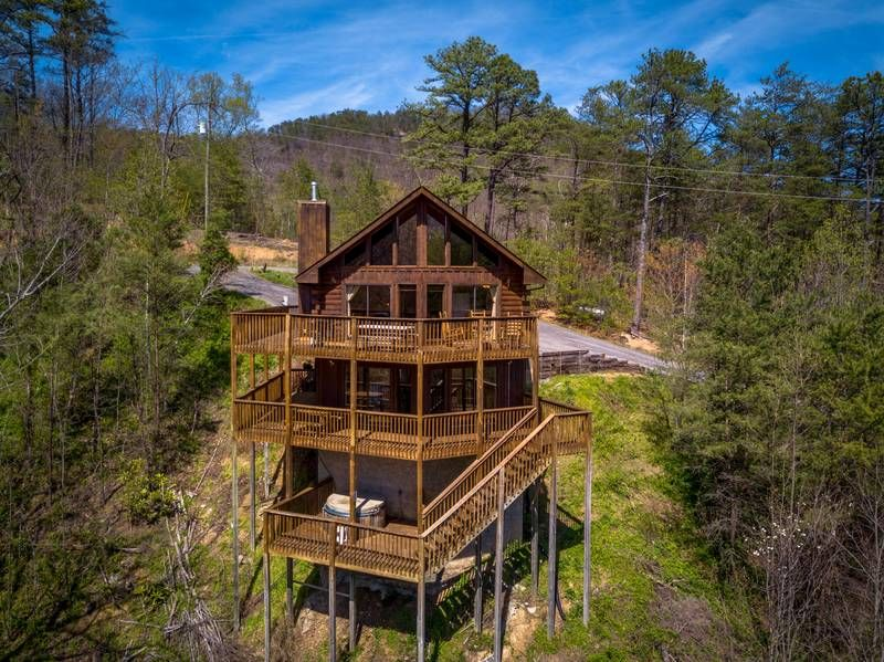 Fireside Chalet And Cabin Rentals Pigeon Forge Tennessee Chalets With Hot Tubs Whirlpools Some With Pool Tab In 2020 Secluded Cabin Tennessee Cabins Cabin Rentals