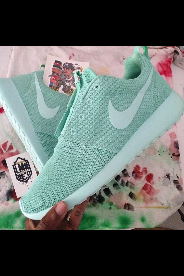 Wmns Nike Roshe Run Tropical Blue White