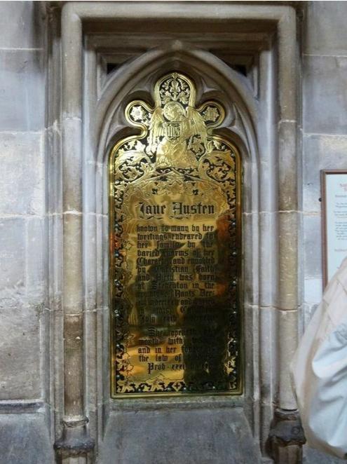 En una placa que se colocó tiempo después de la muerte de Jane Austen cerca de su tumba se alaba su talento como escritora.